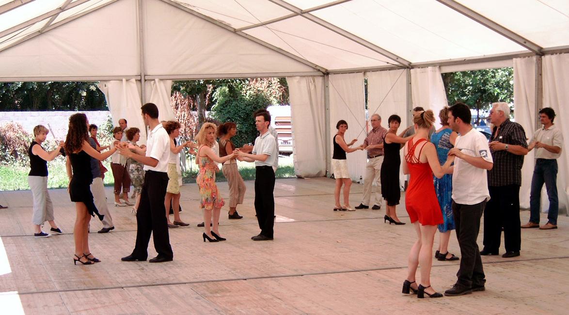 Danses de salon groupement des campeurs universitaires for Dans de salon