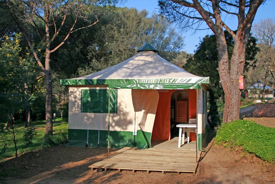 http://www.gcu.asso.fr/sites/default/files/fichiers/images/terrains/bungalows-toile/BT_Cavalaire2.jpg